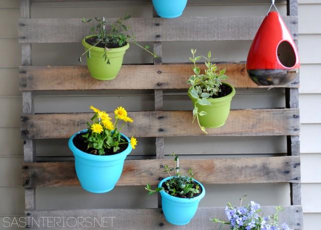 DIY: Vertical Pallet Garden by @Jenna_Burger, WWW.JENNABURGER.COM