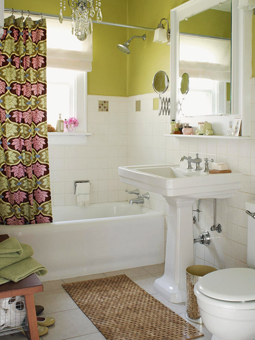 Splash of color on the walls of the bathroom