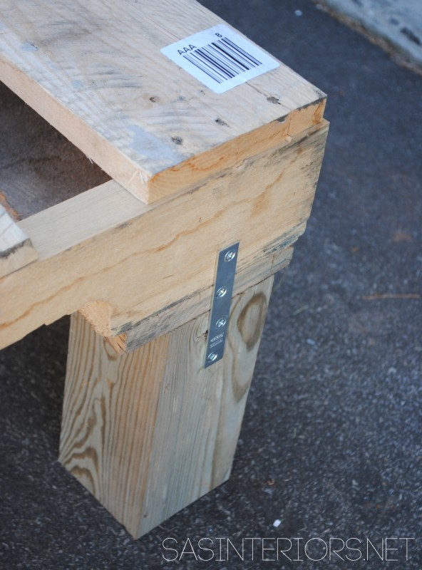 Outdoor pallet sofa legs