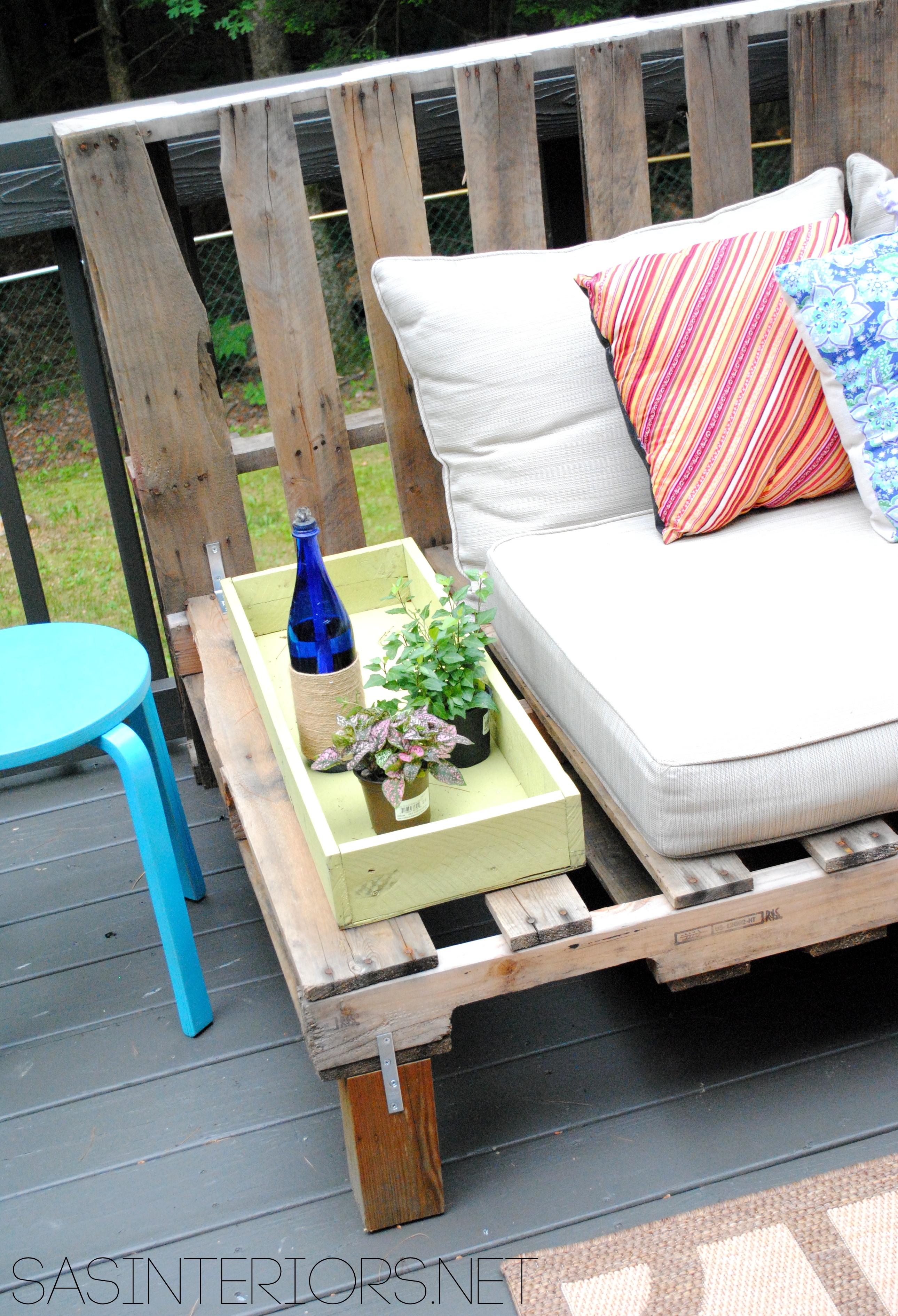 DIY: Outdoor Pallet Sofa - Jenna Burger