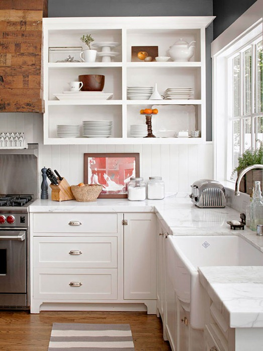 5 reasons to choose open shelves in the kitchen jenna burger for Small upper kitchen cabinets