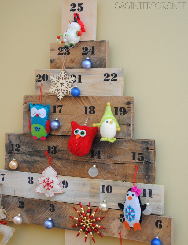 Christmas Countdown Pallet Tree