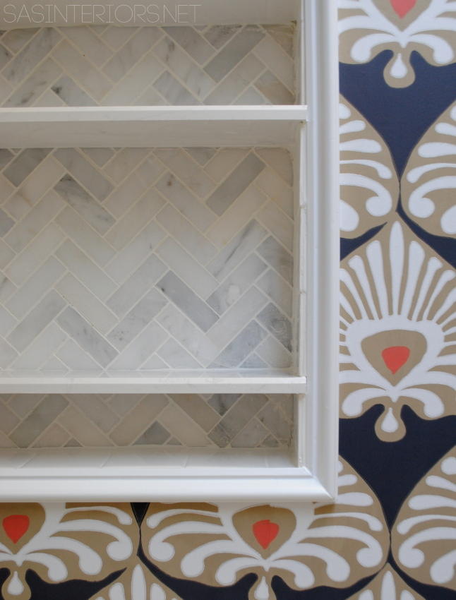 DIY: A tiled niche in place of a medicine cabinet.