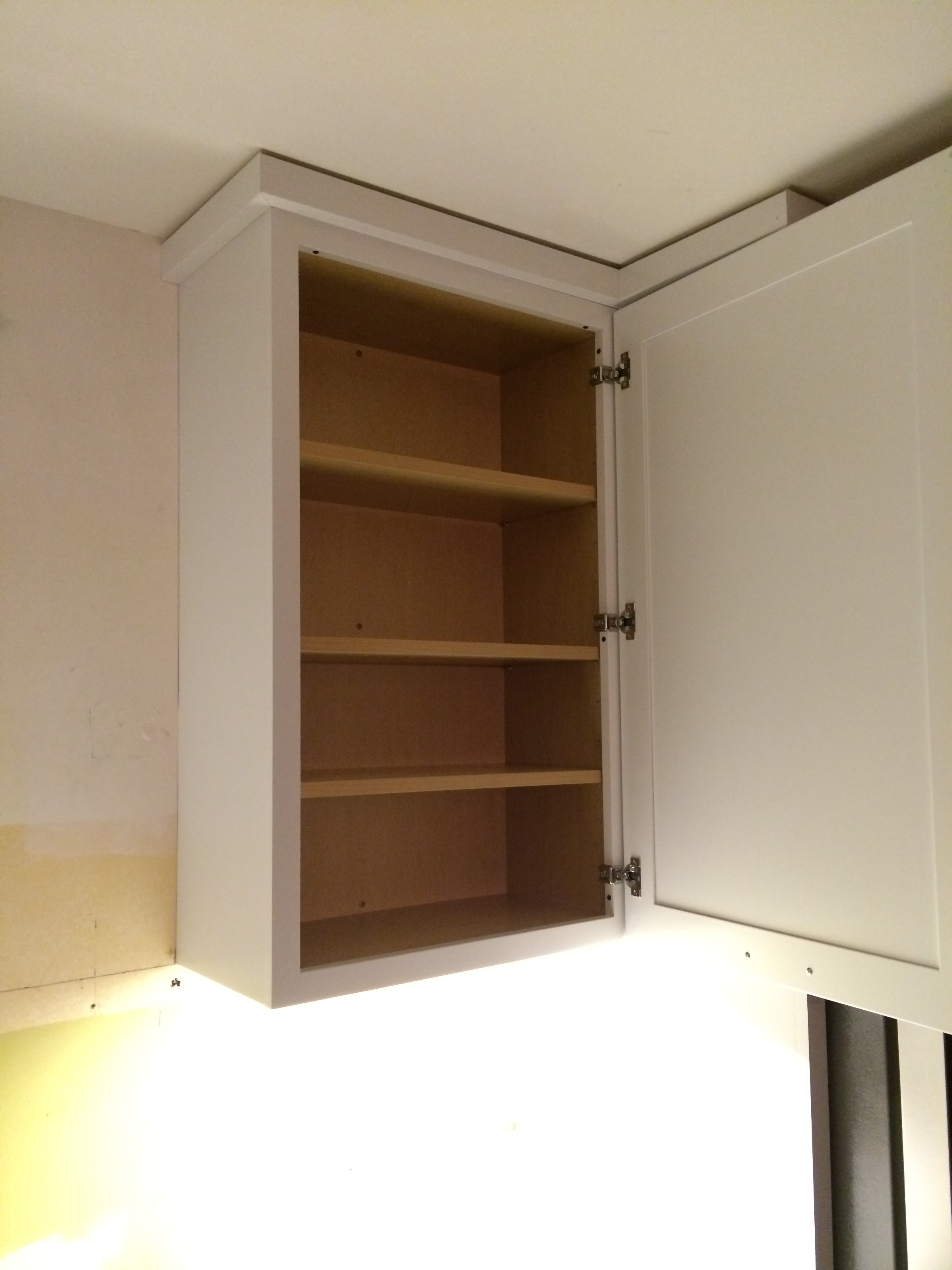 How to install kraftmaid cabinets bar cabinet for Kitchen cabinets crown molding installation instructions